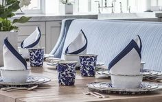 Porcelain Enamelware is entertainment made easy! There's nothing quite like a gathering with family and friends to share a meal or a shrimp and crab boil. Here you will find beautiful, festive porcelain enamelware that can stand up to broiler heat, dishwashing and even the freezer. The pieces in these collections are made for oven-to-table dinnerware and stovetop cooking. #cottageandbungalow #enamelware #kitchen Beach Kitchens, Outdoor Kitchens, Cottages And Bungalows, Clothes Crafts, Dining Room Design, Serveware, Modern House Design, Beach Themes, Animal Photography