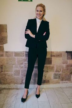 Lovely Winter Work Outfits For Blonde Women 16 Casual Work Outfits, Winter Outfits For Work, Professional Outfits, Work Casual, Casual Wear, Cool Outfits, White Outfits, Office Outfits, Casual Office Fashion