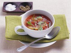 Tomatensuppe stillt den Hunger und ist schnell gemacht. Tomatensuppe - smarter - Zeit: 20 Min.   eatsmarter.de