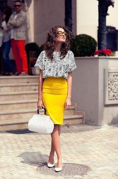 CHIC[summer]: yellow skirt; printed top: white accessories