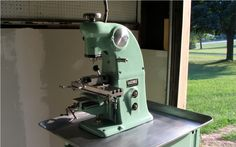 Hardinge BB2V vertical micro milling machine