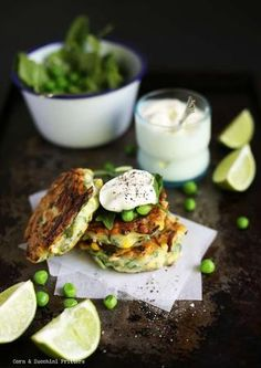 Corn & Zucchini Fritters: The Gluten Free Scallywag Christmas Magazine 2012 Foods With Gluten, Gluten Free Recipes, Vegetarian Recipes, Healthy Recipes, Gluten Free Christmas Pudding, Clean Lunches, Vegetarian Lifestyle, Corn Fritters, Zucchini Fritters