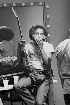 Bob Marley Legend, Reggae Bob Marley, Bob Marley Art, Reggae Rasta, Rasta Man, Reggae Music, Bruce Lee, Eminem, Bob Marley Smoking