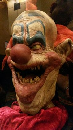 (Left) Slim played by Mike Martinez from #KillerKlownsFromOuterSpace