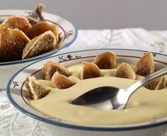 """Esta semana nuestro sabor es el """"Mascarpone con higos caramelizados"""" un intenso y dulce sabor que te atrapa desde el primer momento. El """"Mascarpone"""" es uno de los sabores que habèis elegido com preferido y esta semana estarà dedicada a este delicioso sabor, que nace de la uniòn del Mascarpone de Lombardìa y los higos de Emilia Romagna. La delicadeza y cremosidad del Mascarpone se combinan con el dulce sabor a fruta de los higos caramelizados, creando un agradable sabor. Por fortuna, para ... Creme, Pudding, Desserts, Food, Girly Girl, Figs, Fruit, Italian Ice, Sweets"""