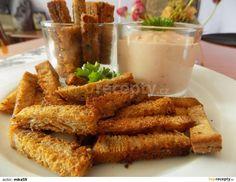 Česnekové chlebové hranolky s ďábelskou omáčkou: Smícháme olej s bylinkami. Chleba nakrájíme na přibližně stejné hranolky. Omastíme olejem a pečeme na pečícím papíru v předem vyhřáté troubě do... Onion Rings, Chicken Wings, Glass Of Milk, Carrots, Fries, French Toast, Recipies, Meat, Vegetables