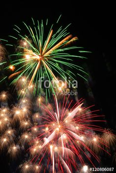 Fuochi pirotecnici - esplosione di bombe colorate nel cielo notturno #social #branding #socialmedia #entrepreneurship #tech #business #sweepstakes  #discount #travel #smallbiz #success