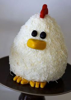 chicken cake---I'd have to use white chocolate shavings instead of coconut since i'm allergic! Cupcakes, Cake Cookies, Cupcake Cakes, Buttercream Ruffle Cake, Farm Animal Cakes, Mini Tortillas, 1st Bday Cake, Chicken Cake, Creative Cakes