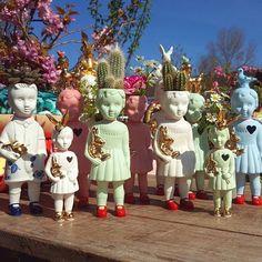 Clonette doll vases by Lammers en Lammers at Amazing Flowers, Den Helder, Netherlands. #lammersenlammers #porselein Kitsch, Mermaid Cove, Spring Aesthetic, List Of Artists, Objet D'art, Pattern Drafting, Beach Art, Amazing Flowers, Art Images