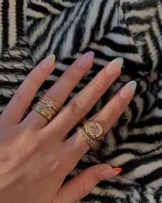 In look for some nail designs and ideas for your nails? Listed here is our list of must-try coffin acrylic nails for cool women. Nail Design Stiletto, Nail Design Glitter, Glitter Makeup, Minimalist Nails, Cute Nails, Pretty Nails, Milky Nails, Costumes For Teens, Dream Nails