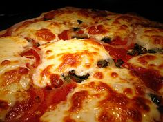Something everybody should learn how to make: The best homemade pizza ever