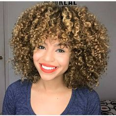 Golden Curls That Just Pop IG:@curly.edgy  #naturalhairmag
