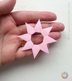 Guide to the unique modular Origami Venetian Star (Stella Veneziana), designed by Paolo Bascetta. Made from layers of single stars. Origami Love Heart, Origami Star Box, Origami Ball, Origami Fish, Origami Paper, Origami Folding, Origami Design, Origami Instructions, Origami Tutorial