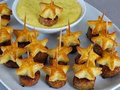 Posh Piggies…sweet Italian sausage topped with star cookie cutter puff pastry! Posh Piggies…sweet Italian sausage topped with star cookie cutter puff pastry! Appetizers and Recipes: 14 Festive Fourth of July Appetizers - Kick off your Fourth of July p Light Appetizers, Appetizer Dips, Appetizers For Party, Appetizer Recipes, Forth Of July Appetizers, Christmas Appetizers, Appetizers With Puff Pastry, Sausage Appetizers, Vegetable Appetizers