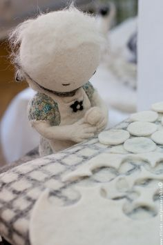 I'd love to try my hand at these cute felty dolls.  So sweet.