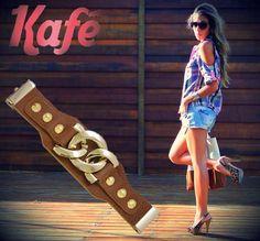 O clássico tom de caramelo não sai da moda! Você pode Jogar um bracelete da Kafé com qualquer estampa. Vai combinar super. #AdoroPresentes #Moda #Kafé #BraceletesKafé #Caramelo #Marrom #Braceletes