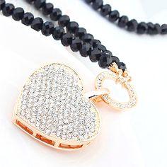 Diese hinreißende und sehr auffällige Halskette ist ein Muß! Das Riesenherz an einer schwarzen Kristallkette ist mit weißen Kristallen besetzt. Swarovski, Beaded Bracelets, Jewelry, Fashion, Long Necklaces, Crystals, Heart, Jewellery Making, Moda