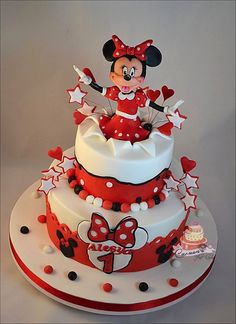Minnie is popping out of the top of this amazing Disney cake. Pastel Mickey, Mickey And Minnie Cake, Bolo Minnie, Baby 1st Birthday Cake, Minnie Mouse Birthday Cakes, Mermaid Birthday Cakes, Cake Painting Tutorial, Cake Icing Tips, Mini Mouse Cake