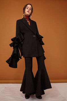 The complete Ellery Pre-Fall 2017 fashion show now on Vogue Runway. Fashion Week, Fashion 2017, Look Fashion, Runway Fashion, High Fashion, Fashion Show, Autumn Fashion, Fashion Outfits, Womens Fashion