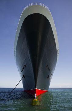 Капитан Kevin Oprey и его круизный лайнер Queen Mary 2