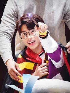 чσu αnd í díffєrєnt вut tσgєthєr txt Kpop, Taehyung, March 4, Shows, Daejeon, Incheon, Eye Candy, Angels, Harry Potter