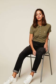 24 Chic Polo Shirt You Must Have For Spring Break – Trendy Fashion Ideas Polo Shirt Outfit Women's, Polo Shirt Style, Polo Shirt Girl, Polo Shirt Women, T Shirt, Collared Shirt Outfits, Polo Outfits For Women, Trendy Outfits, Cute Outfits