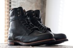 rag & bone deliver two made in America boots as part of their Fall Winter 2012 offering. Their Rowan and Officer boots are both built in a U.S. factory