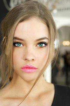 Green eyes + pink lips = gorgeousness.