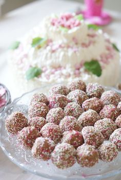 Kodin Kuvalehti – Blogit | Ruususuu ja Huvikumpu – Suklaapallot viikonlopun makeanhimoon Raspberry, Sweets, Baking, Fruit, Drinks, Easy, Desserts, Food, Kitchens