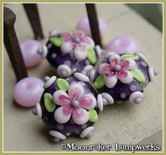 Hey, I found this really awesome Etsy listing at https://www.etsy.com/listing/73584983/sweet-pea-bloom-lentil-lampwork-bead