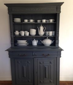 Pintgrams - Just another WordPress site Black Furniture, Kitchen Furniture, Furniture Making, Painted Furniture, Furniture Design, Upcycled Home Decor, Diy Home Decor Projects, Shabi Chic, Painted Sideboard