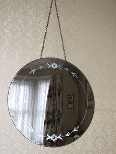 LARGE VINTAGE 1950'S SHABBY CHIC ROUND ETCHED MIRROR ON CHAIN