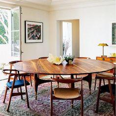 Mesa feita sob medida pela Blackman Cruz. Howard Hughes House, Los Angeles, EUA. Projeto de interiores da designer Laura Adams. #architecture #arquitetura #arte #art #artlover #design #architecturelover #instagood #instacool #instadesign #instadecor #instadaily #projetocompartilhar #shareproject #davidguerra #arquiteturadavidguerra #arquiteturaedesign #instabest #instahome #decor #architect #criative #photo #decoracion #table #tabledesign #diningtable #blackmancruz #lauraadams