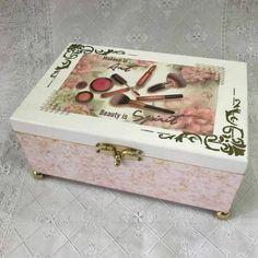 Caixa de MDF Decorada: 42 Ideias com Passo a Passo   Revista Artesanato Decoupage Box, Decoupage Vintage, Decopage, Painting On Wood, Casket, Stencils, Manicure, Decorative Boxes, Creations