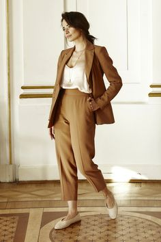Woman suits style Suits For Women, Harem Pants, Woman, Fashion, Moda, Jumpsuits For Women, Harem Trousers, Fashion Styles, Harlem Pants