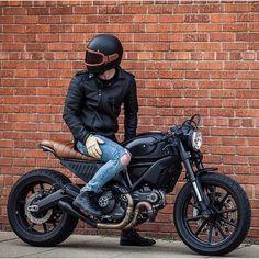Me gusta, 75 comentarios - Scrambler Ducati (Scrambler Ducati) en Instagra. Ducati Scrambler Custom, Cafe Racer Motorcycle, Moto Bike, Motorcycle Design, Motorcycle Gear, Cafe Racer Helmet, Motorcycle Quotes, Indian Motorcycles, Triumph Motorcycles