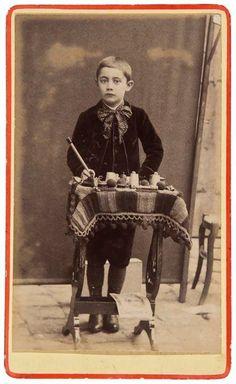 Paris street magician, 1890 #Magic #magician #Illusion