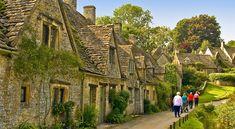 まるで絵本から飛び出したような街並み!イギリスで最も美しい村『バイブリー』