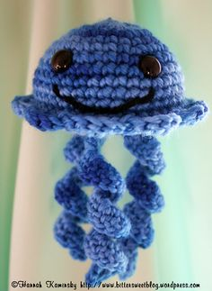 Would love to make this little jellyfish in a rainbow of colors. Pattern looks quick and easy.
