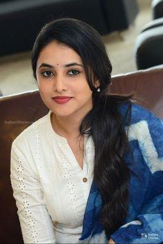 Priyanka Arul Mohan in saree,south actress,Priyanka Arul Mohan Photos & Wallpaper Cute Beauty, Beauty Full Girl, Beauty Women, Women's Beauty, Natural Beauty, Beautiful Girl In India, Beautiful Girl Photo, Beautiful Women, Beautiful Smile