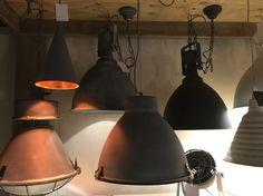Lampen boven de eettafel