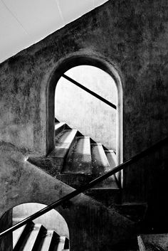 glasgow school of art - stairs.I have walked up and down these stairs and it did my vertigo no favours at all Glasgow School Of Art, Art School, Art And Architecture, Architecture Details, Charles Rennie Mackintosh, Arts And Crafts Movement, Light And Shadow, Black And White Photography, Art Nouveau