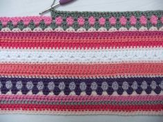 roze deken Afghan Crochet Patterns, Crochet Stitches, Crochet Hooks, Crochet For Kids, Diy And Crafts, Stripes, Plaid, Crafty, Wool