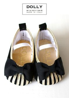 We call this one 'Cirque du Soleil'. With a circus bow and sun beems for a great Nigh Out. From DOLLY by Le Petit Tom ® handmade in Italy Baby Girl Shoes, Girls Shoes, Hipster Toddler, Baby News, Fashion Shoes, Kids Fashion, Girls Ballet Flats, Baby Ballerina, Little Fashionista