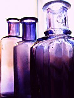 Purple glass bottles illuminated by light Purple Love, All Things Purple, Purple Lilac, Purple Glass, Shades Of Purple, Periwinkle, Deep Purple, Antique Bottles, Vintage Bottles