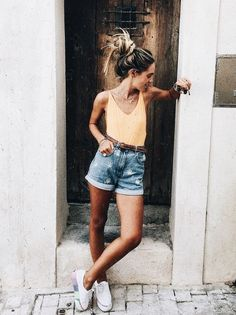 I actually really love this outfit. Looks like a scoop back bodysuit paired w/ mom shorts