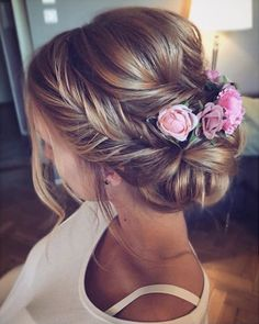 Mane Addicts 17 Bridal Flower Hairstyles and Possibilities Flowers in Bridal Hair frisuren haare hair hair long hair short Braided Hairstyles For Wedding, Bride Hairstyles, Bridesmaid Hairstyles, Belle Hairstyle, Hairstyles Pictures, Elegant Hairstyles, Hairstyle Ideas, Hair Ideas, Halo Hair