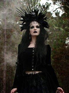 Halloween Makeup Witch, Witch Makeup, Voodoo Halloween, Dark Beauty, Gothic Beauty, Gothic Makeup, Headdress, Headpiece, Fairy Photoshoot