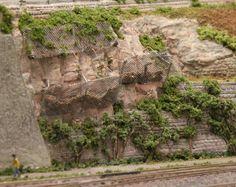 Felswandbau mit Gitter