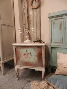 Mesa de luz Luis XV con decoupage
